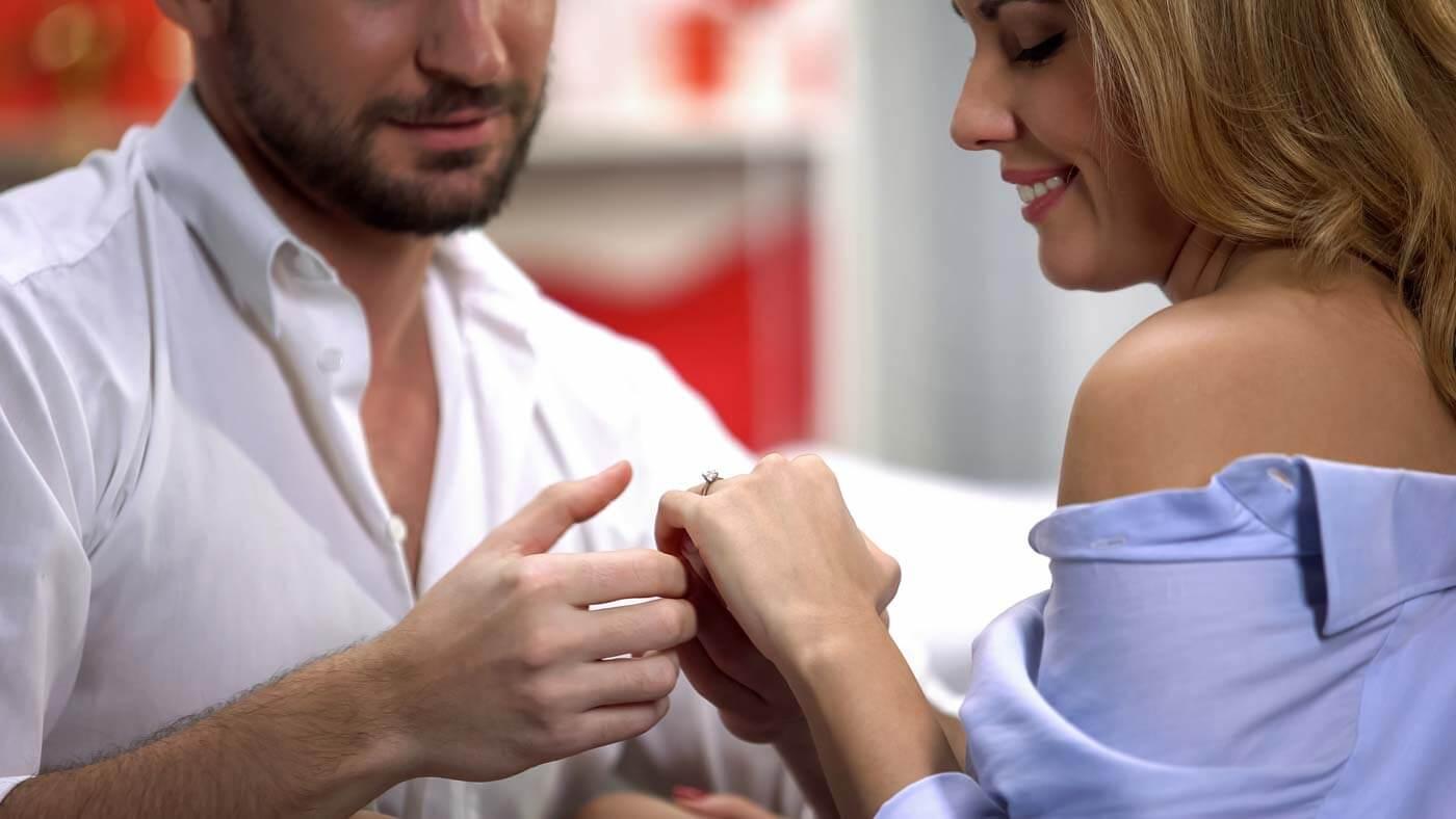 Verlobungsring welche Seite