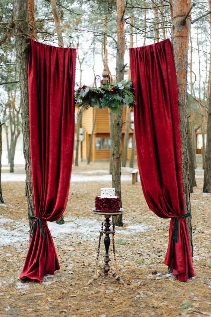 Winterliche Hochzeitsdeko Traubogen
