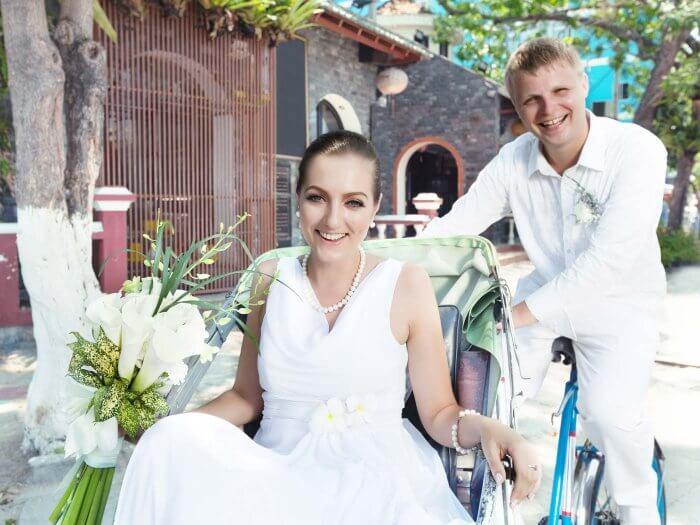 gruene Hochzeit Rikscha als Alternative zum Hochzeitsauto