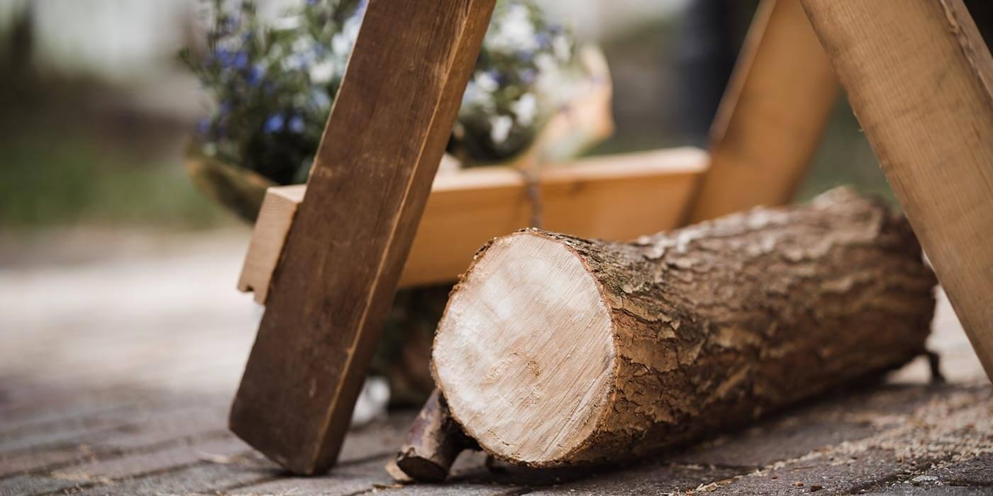 Holz sägen Hochzeit